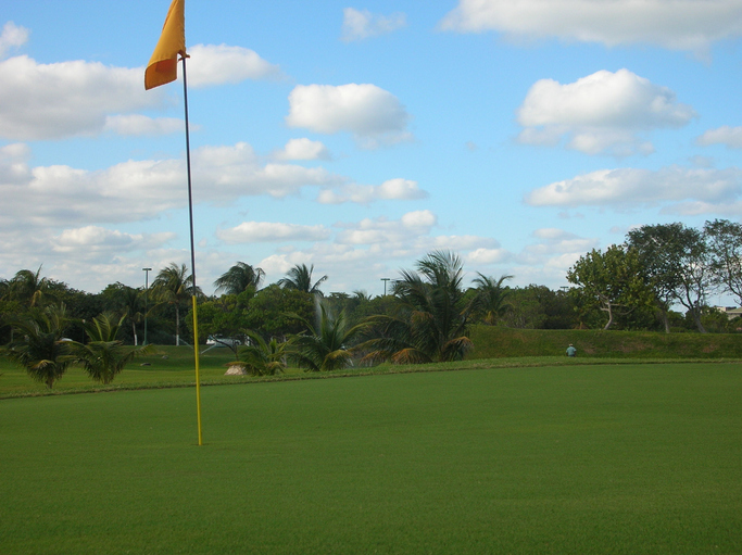 golf course in cancun